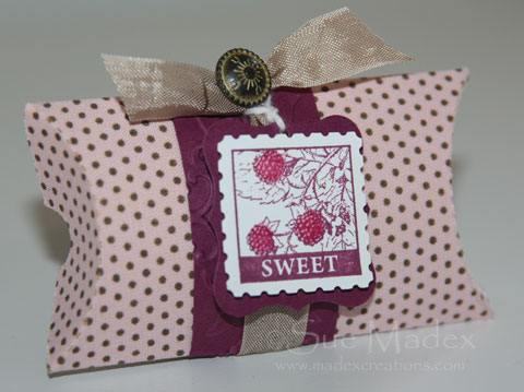 Blog-hop-pillow-box-1